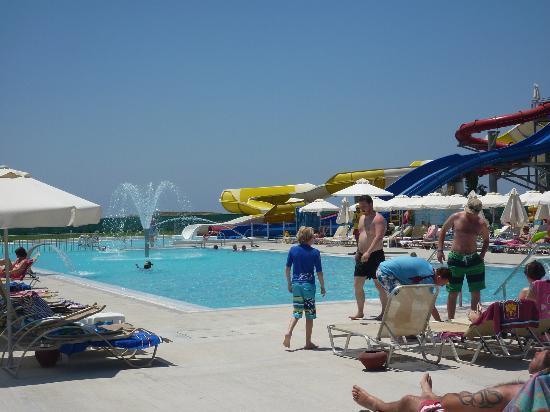 Louis Phaethon Beach : water slide pool