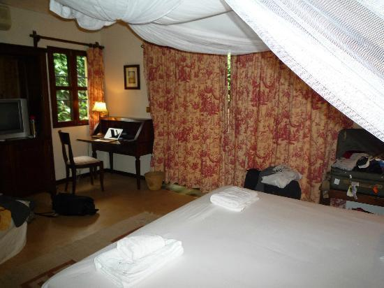 Emin Pasha Hotel: The room open to a small courtyard. There are french doors behind the curtains.