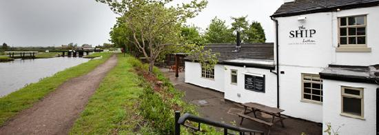 Lathom, UK: Beautiful Canal Side Location