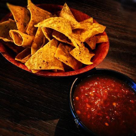 Amigo Cafe : chips & salsa