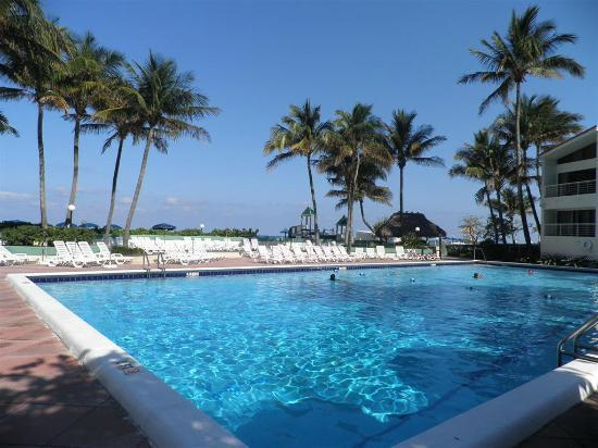 Golden Strand Ocean Villa Resort: pool