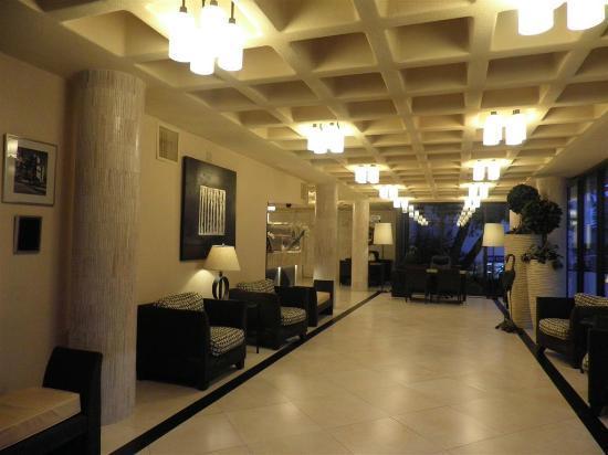 Golden Strand Ocean Villa Resort: reception