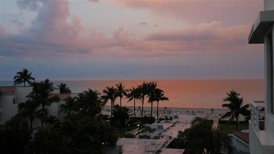 Golden Strand Ocean Villa Resort: Sunset from our window