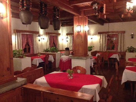 Hotel Los Heroes: restaurant interior