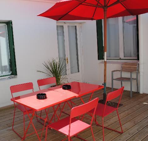 Hôtel le Clocher : patio au 1er étage