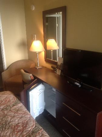 Travelodge at the Presidio San Francisco : New furniture, fridge area