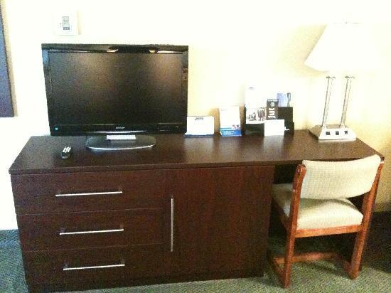 Travelodge at the Presidio San Francisco: New desk combo unit