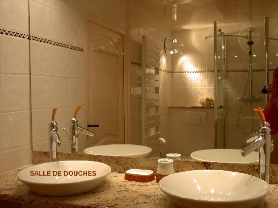 Moun Pantaï : salle de douches