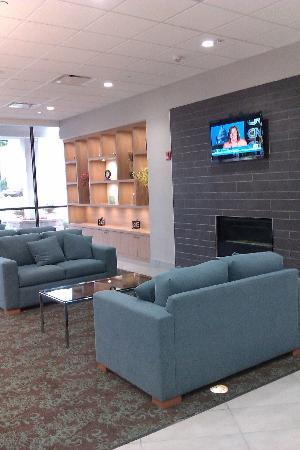 Holiday Inn Express Hotel & Suites Stamford: Hotel Lobby