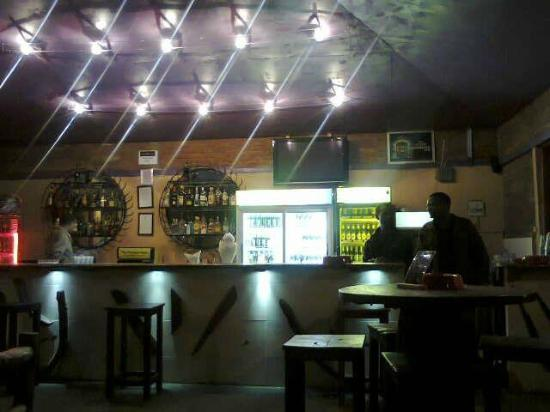 Mango Tree Bar & Lounge: The bar