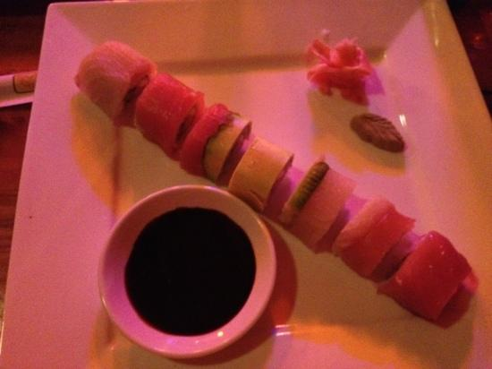 Restaurante Alma de Santa Teresa : rainbow Roll !!! delicious!!!