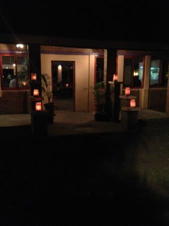 Mango Tree Bar & Lounge: Great ambience at the bar