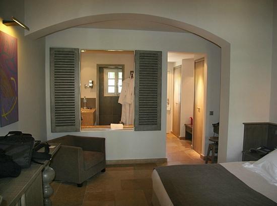 Le Pre de la Mer : The bathroom open window into the room