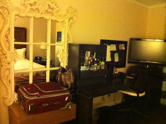 Kimpton Solamar Hotel : Fancy mirror