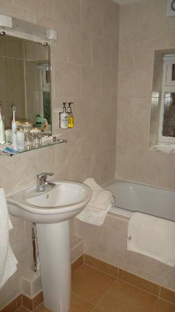 Hedley House: There is also a shower cubicle in the bathroom