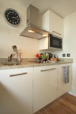 Staybridge Suites London-Stratford City: Suite Kitchen