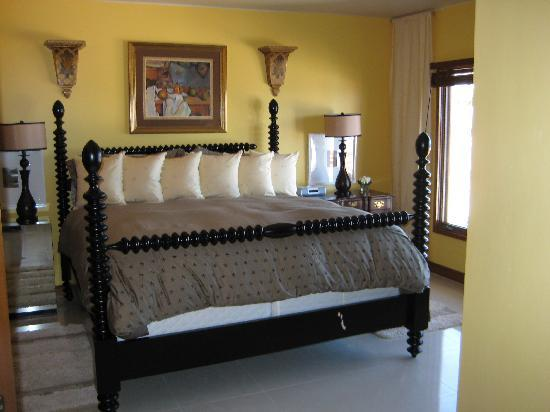 Hamilton Cove Villas: the bedroom in one of our units(king size)