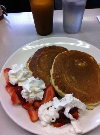 Golden Coffee Shop: strawberry pancakes