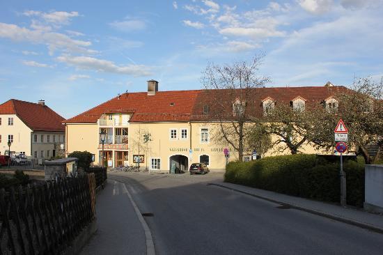 Griesbräu zu Murnau: Approching from the Railway station