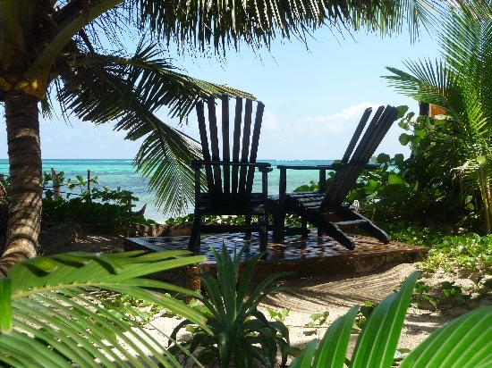 "Little Corn Beach and Bungalow: Breezy comfort by our ""infinity"" pool :)"