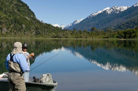 Valle Bonito Lodge: Lake with hungry fish