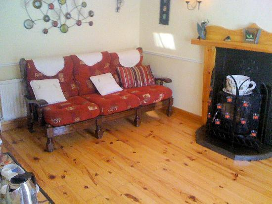 Seamount Farmhouse Bed & Breakfast: Sitting room