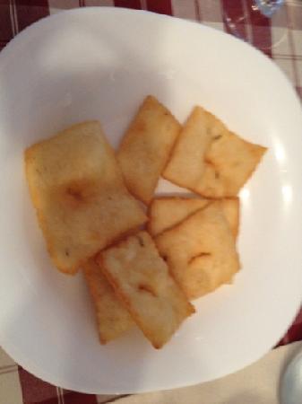 Konoba Maslina: yummy pogacice (fried pasta dough)