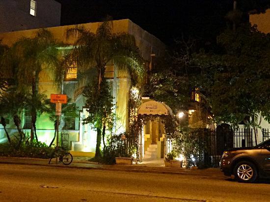 Villa Paradiso bei Nacht