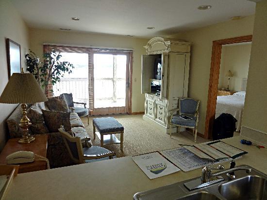 Captain's Landing Waterfront Inn : Wohnzimmer, von der Küche aus gesehen