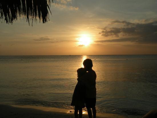 Sunscape Splash Montego Bay : the kids at sunset