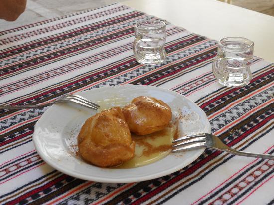 Taverna Kyria Maria: Deilige dessertkaker