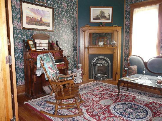 Florence Rose Bed and Breakfast : Main Parlor ...