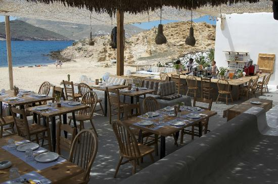 Alemagou Beach Bar: We were their first customers of the season!
