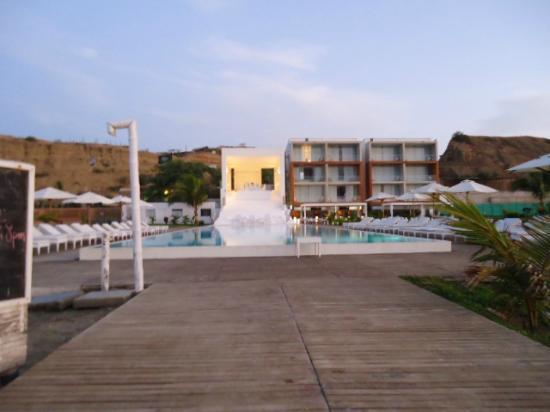 Mancora Marina Hotel: entrada desde la playa