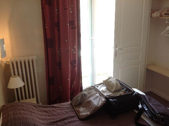Alive Hotel de Quebec : My room with double bed and balcony