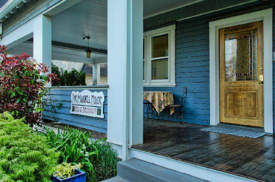The Maxwell House Bed and Breakfast : Front Porch