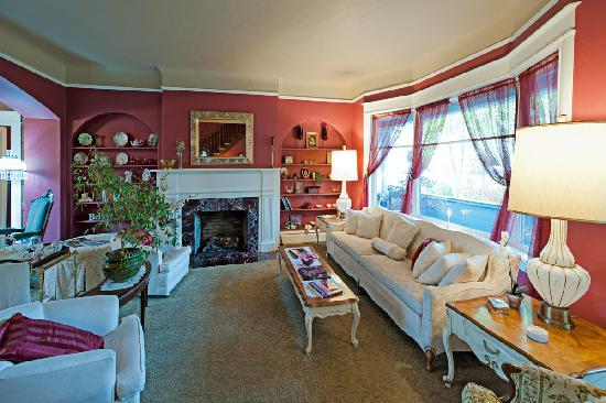 The Maxwell House Bed and Breakfast : Living Room