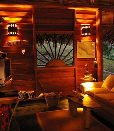 Lodge Ylang Ylang : The TV/DVD center