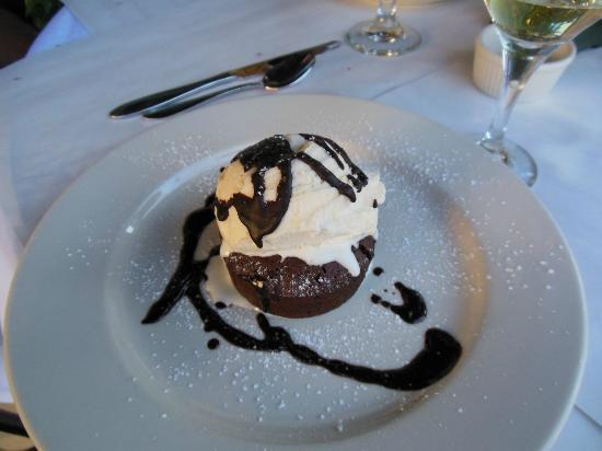 Bootleggers Old Town Tavern & Grill: Brownie with vanilla ice cream on top