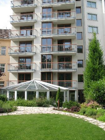 Belvedere Hotel: l'hotel e il giardino interno