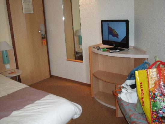 Ibis Boulogne sur Mer Centre Cathedrale : Flat screen tv