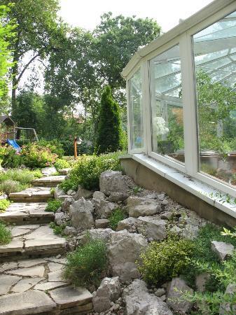 Belvedere Hotel: la veranda per la colazione e il giardino