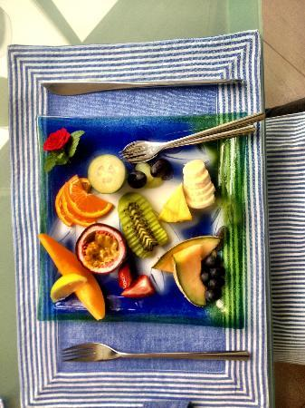 Breakfast on the Beach Lodge: Individual Fruit Platter for Breakfast