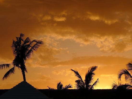 Paradise Island Beach Club : Sunsets were so so special.