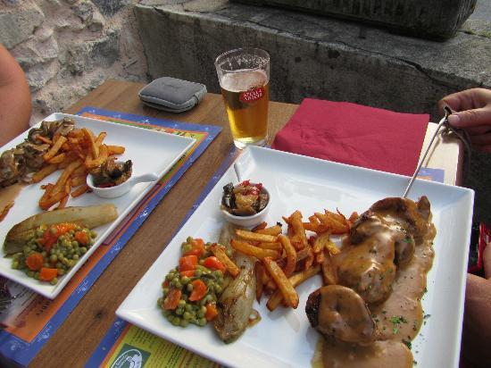 Le Rebenty: A perfect evening to dine outdoors