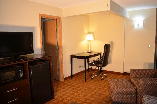 Quality Inn & Suites Marinette: Suite Room Amenities