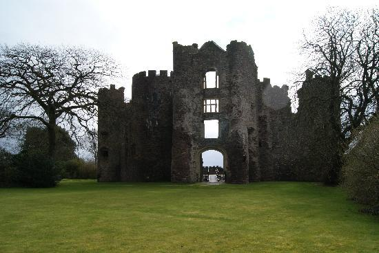 Laugharne Castle: Eingang Tohaus