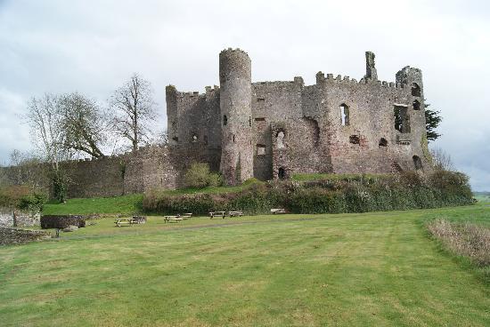 Laugharne Castle: Ansicht vom Parkplatz