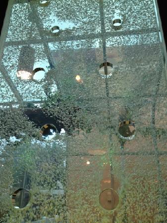 Gondolier Pizza Italian Restaurant: the bubble wall at the Gondolier