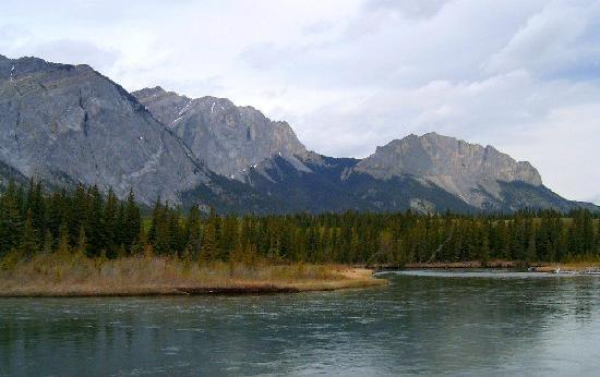 Bow Valley Provincial Park: Mt Laurie, Yamnuska, from the Bow River